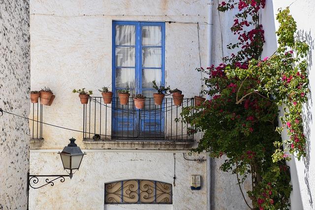 balcony-2729628_640