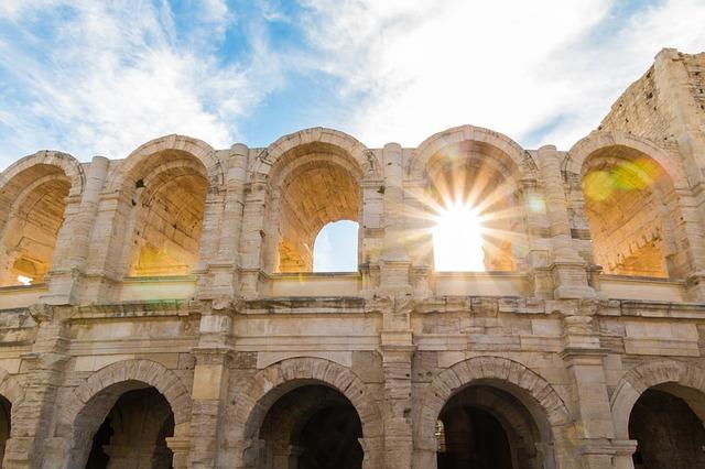 the-amphitheatre-of-arles-2591508_640
