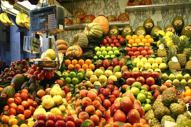 fruits-257343_640