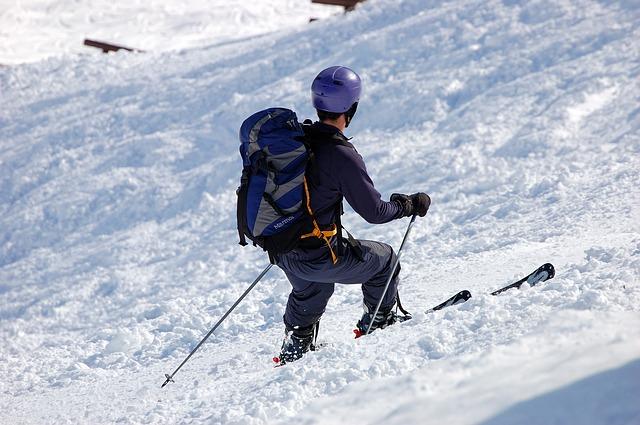 skiers-358262_640