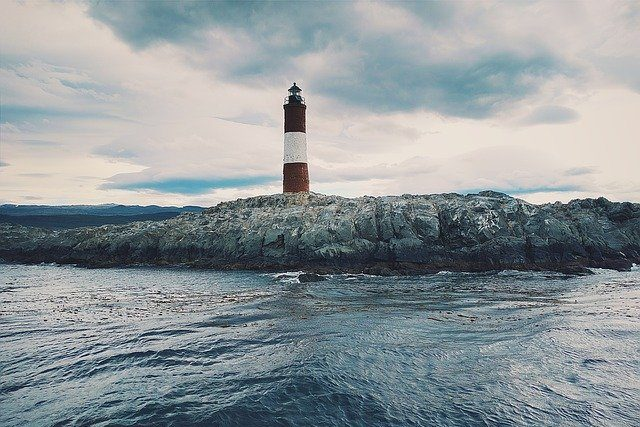 lighthouse-1209856_640