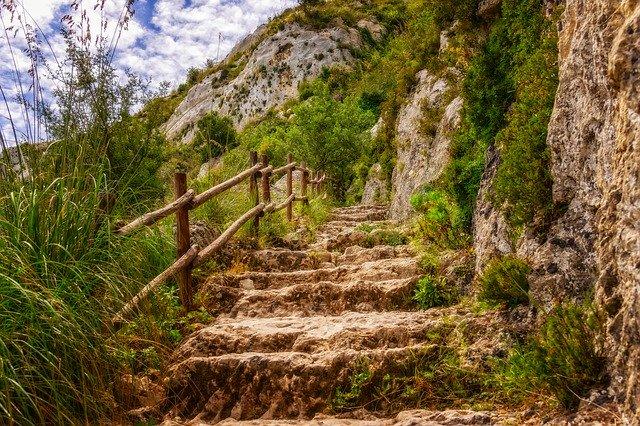 hiking-3451660_640