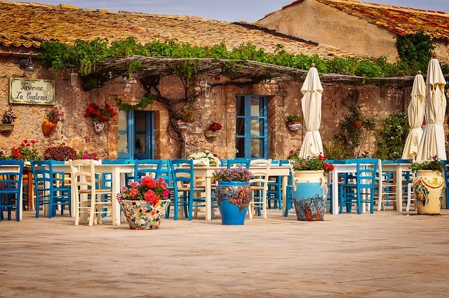 restaurant-3492711_640-2